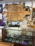 TRaditional-Hands-Jewelry-Counter