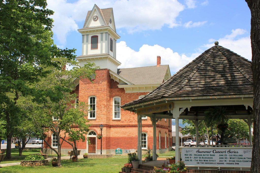 Clay County Courthouse in Hayesville